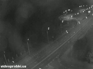 Vystavkovyi Tsentr station, Akademika Hlushkova avenu