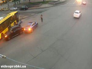 улица Михаила Грушевского, метро Арсенальная